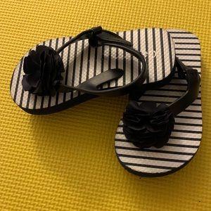 Gap Flower Flip Flops / Sandals Size 7-8